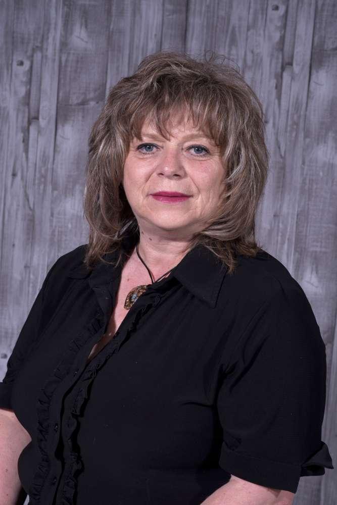 Кети Зероска Професор по спорт и спортски активности