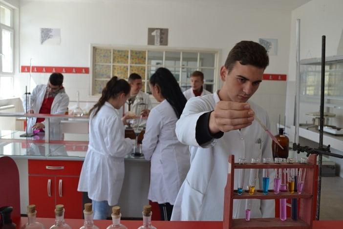Хемиски лабораториски техничар